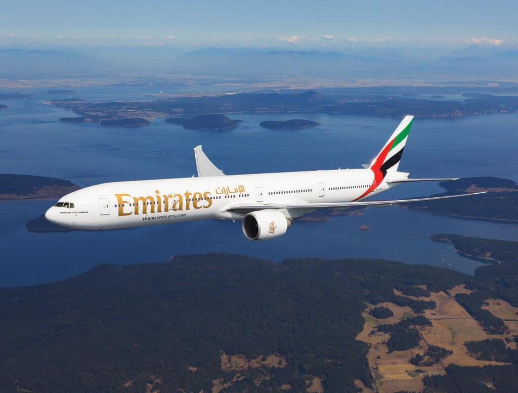 Máy bay hãng Emirates