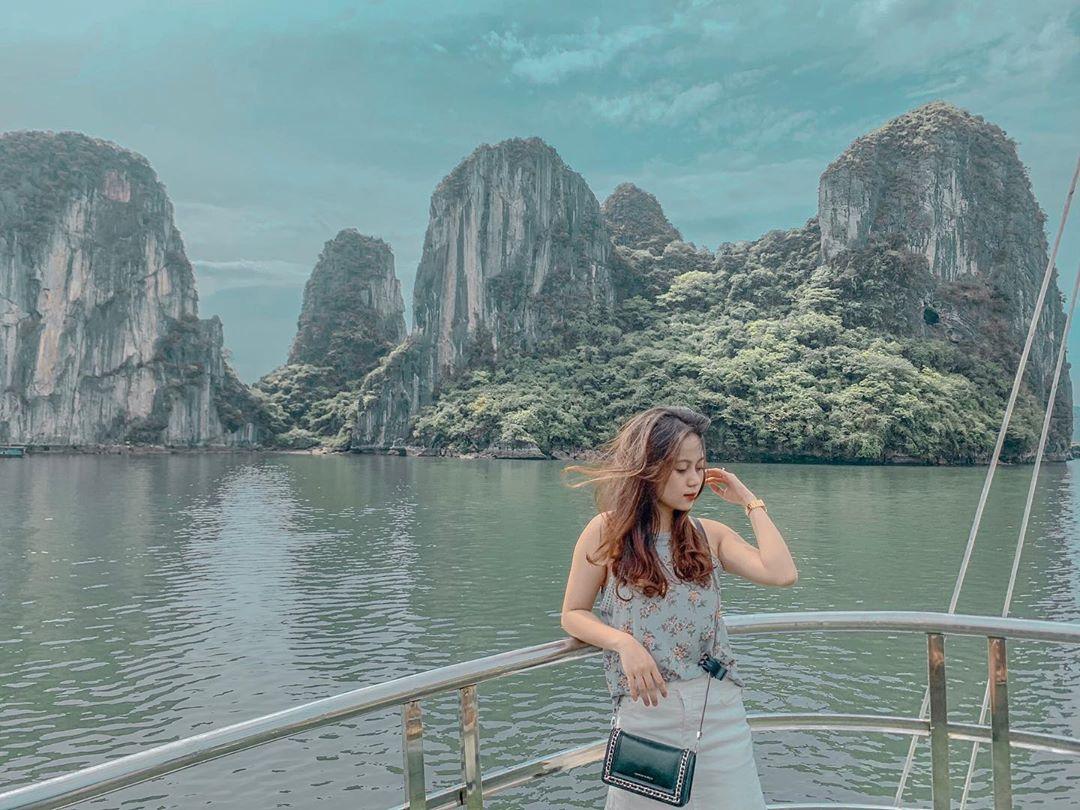 Du ngoạn Vịnh Hạ Long (Quảng Ninh)