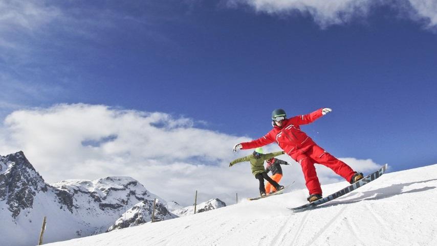 Đặt vé máy bay đi Pháp tháng 12 để tham gia trượt tuyết