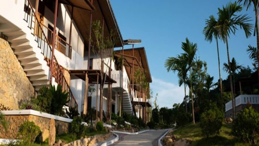 Lối vào Bakhan Village Resort Hòa Bình