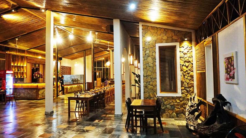 Nhà hàng Bakhan Village Resort Hòa Bình