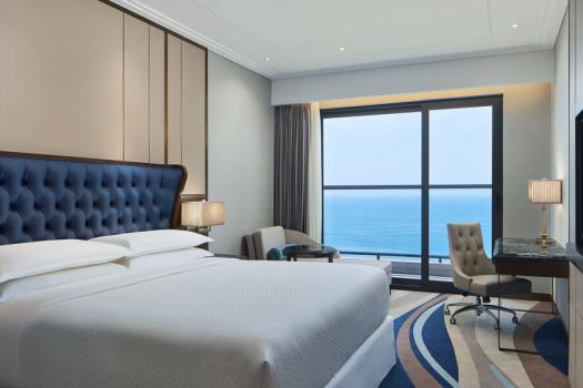 Panoramic Deluxe King Ocean View