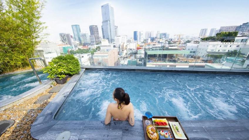 Bể sục ngoài trời Alagon Zen Hotel & Spa Sài Gòn