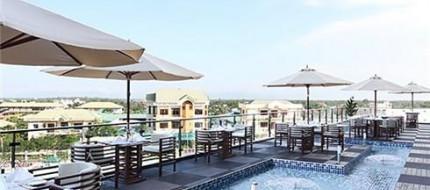 Hồ bơi CenDeluxe Hotel Phú Yên