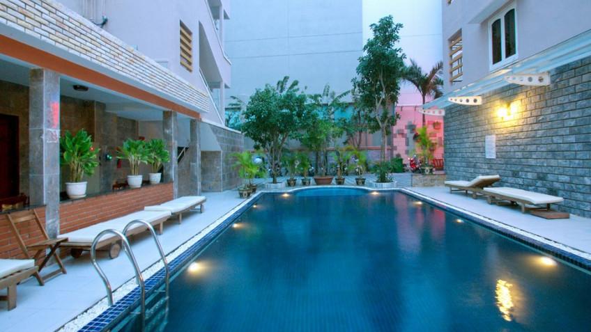 Bể Bơi Khách Sạn Luxury Nha Trang