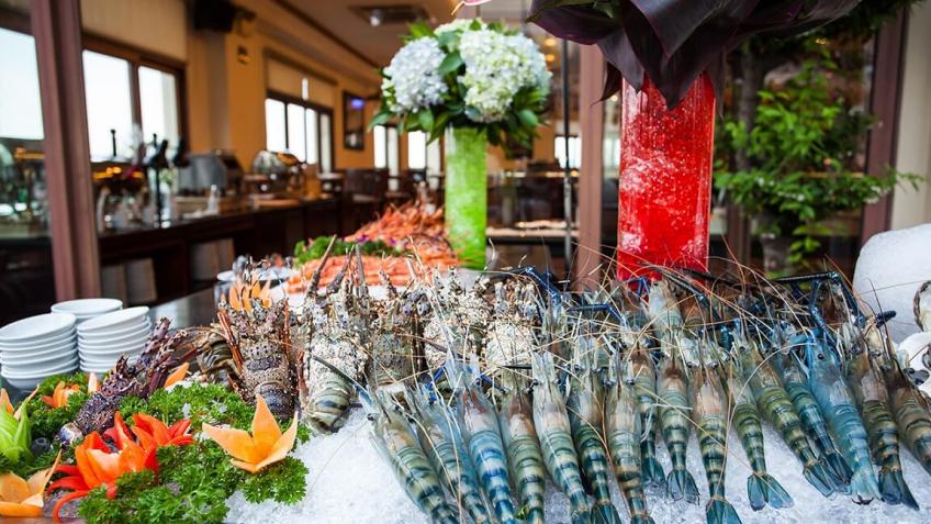 Sky Bar (Buffet Dinner) khách sạn Majestic Sài Gòn