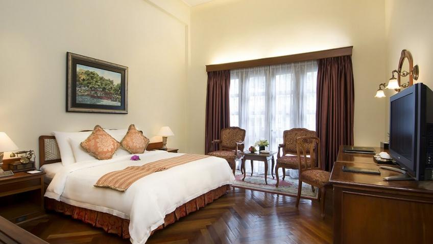 Colonial Pool Deluxe khách sạn Majestic Sài Gòn