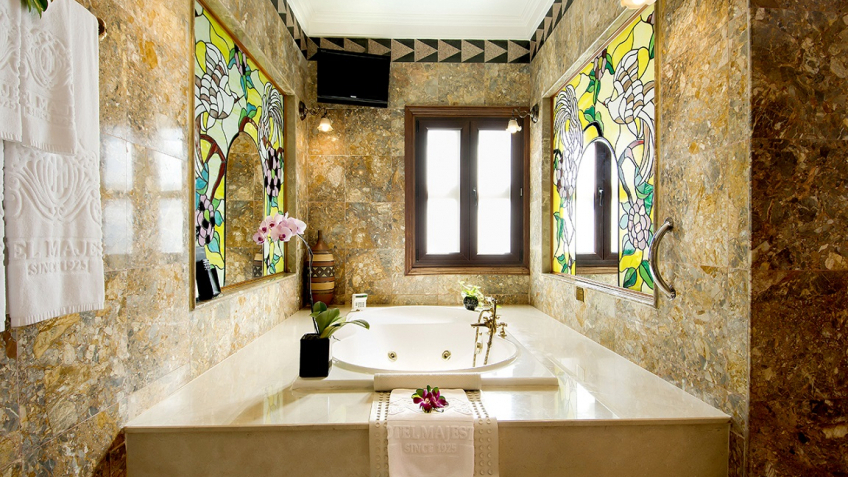Colonial Majestic Suite - Bathroom khách sạn Majestic Sài Gòn
