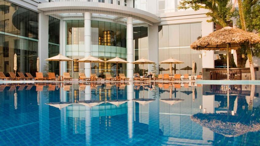 Bể bơi khách sạn Novotel Hạ Long
