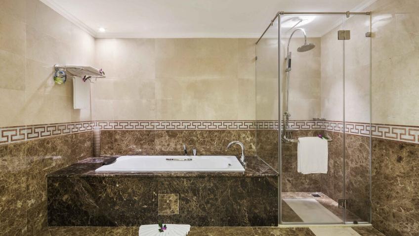 Phòng tắm khách sạn Rex Sài Gòn