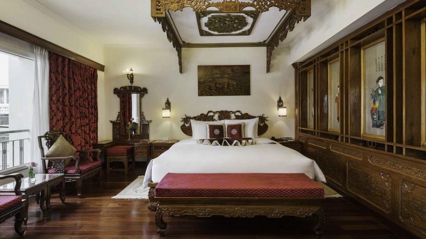 Phòng Imperial Suite khách sạn Rex Sài Gòn