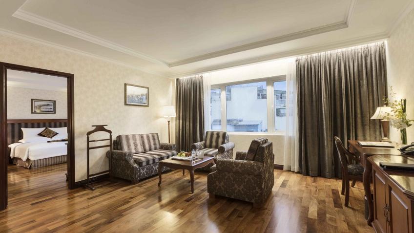 Phòng Governor Suite khách sạn Rex Sài Gòn
