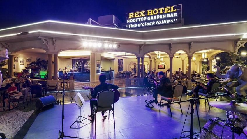 Rooftop Garden Bar khách sạn Rex Sài Gòn