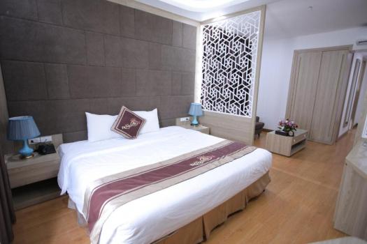 Royal Honeymoon Suite