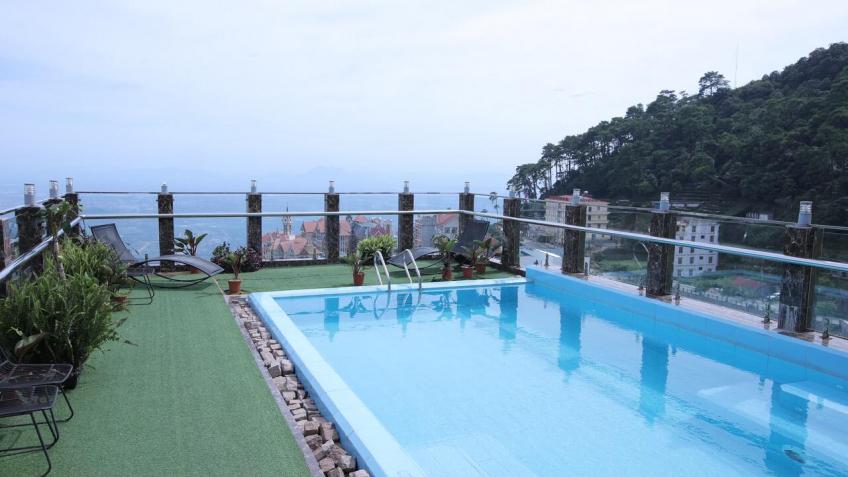 Bể Bơi Royal Huy Hotel