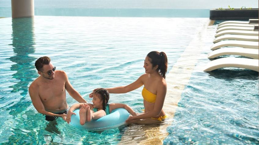 Bể bơi  khách sạn Sheraton Nha Trang