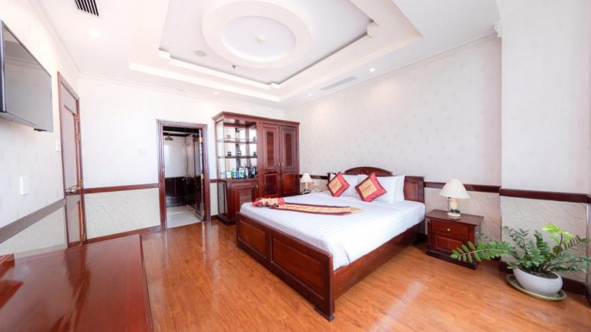 Suite Khách sạn Vạn Phát Riverside Cần Thơ