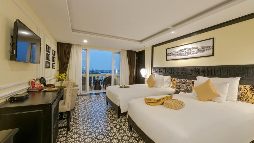 Premium Deluxe Palm View Balcony