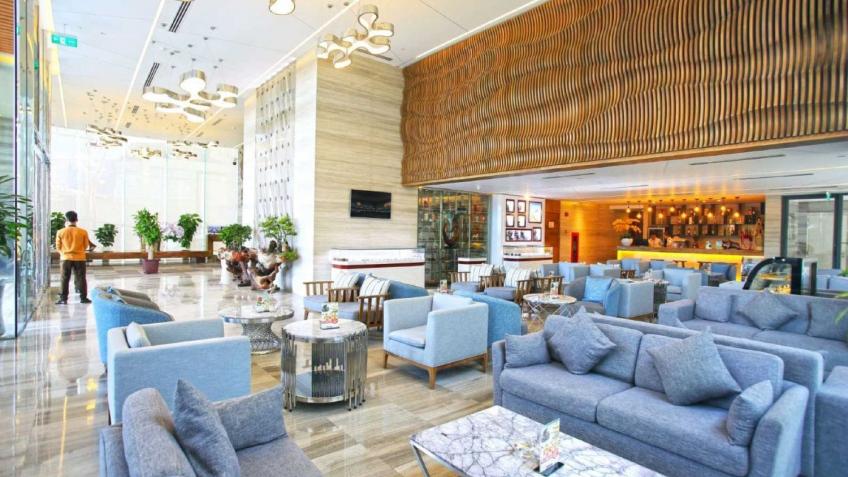 Sảnh chính Queen Ann Hotel