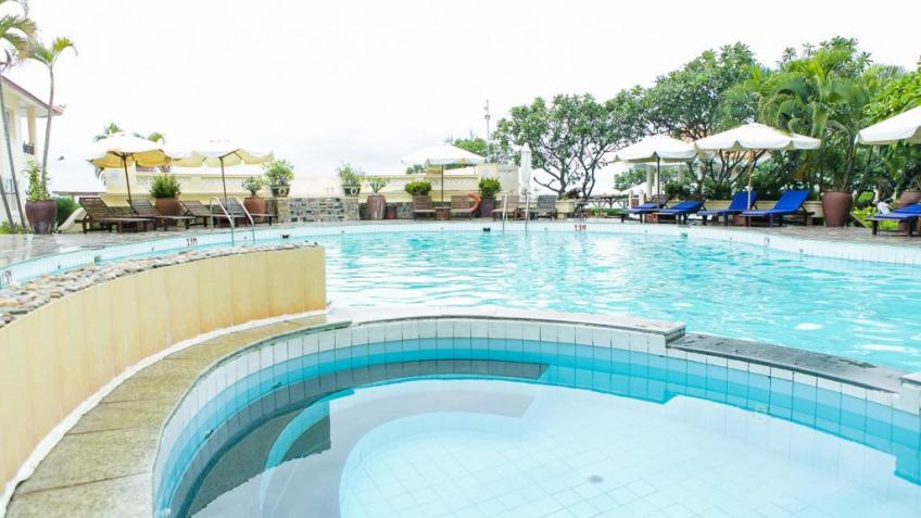 Hồ bơi Swiss Village Resort & Spa Mũi Né