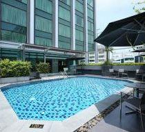 Bể bơi xanh mát