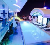 Bể bơi Khách sạn Holiday One Cần Thơ