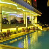 Khách sạn Holiday One