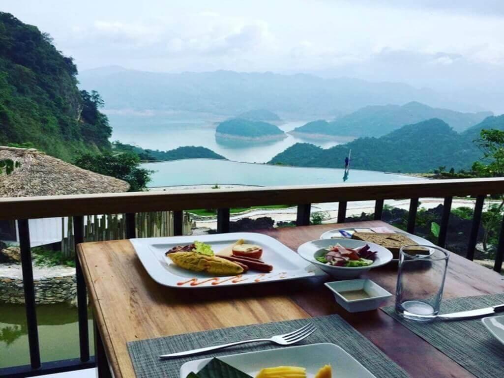 Ăn sáng Bakhan Village Resort Hòa Bình