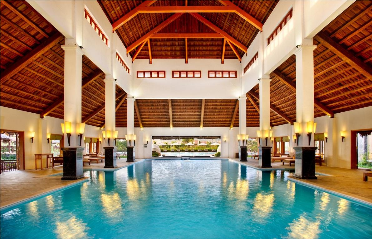 Bể bơi trong nhà Emeralda Resort Ninh Bình