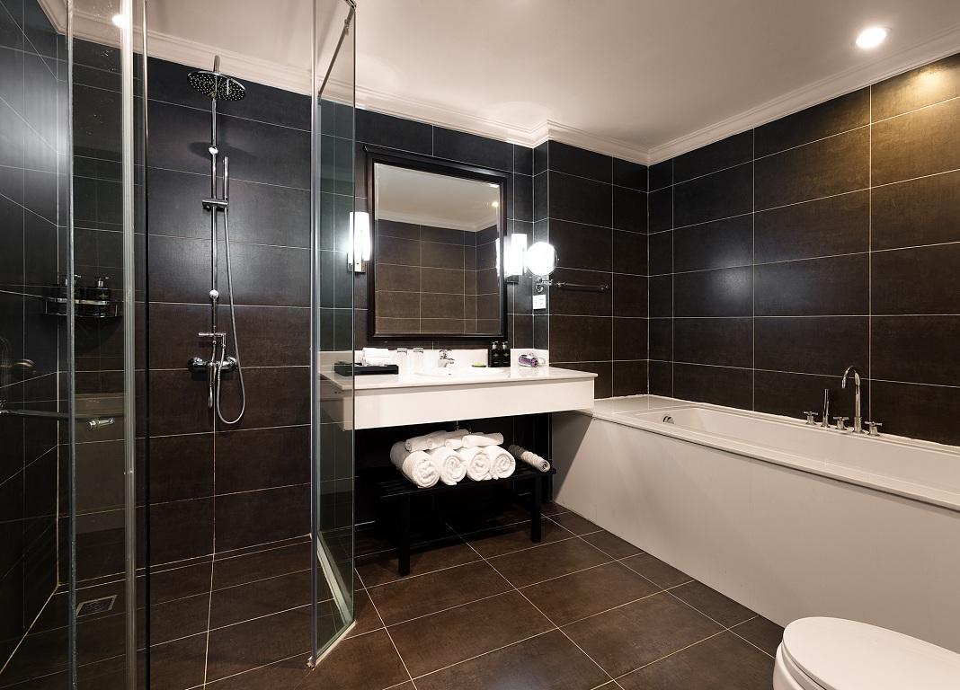 Phòng tắm Corner Suite