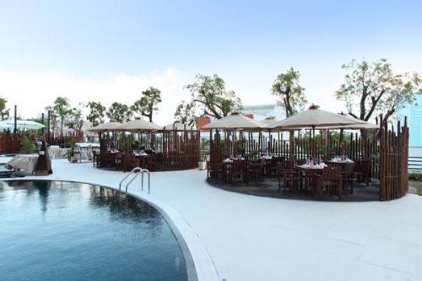 Bar & Hồ bơi CenDeluxe Hotel Phú Yên