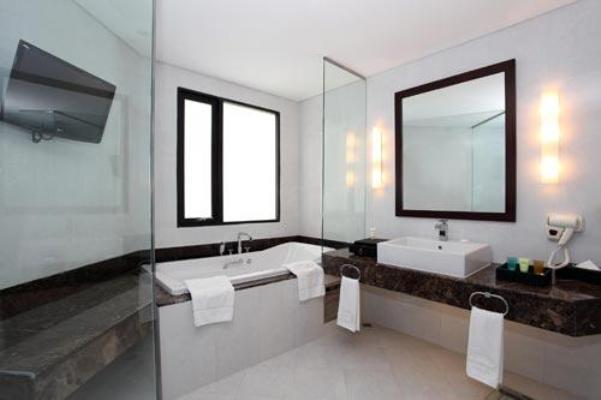 Nhà tắm CenDeluxe Hotel Phú Yên