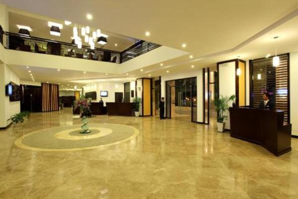 Sảnh chính check in CenDeluxe Hotel Phú Yên