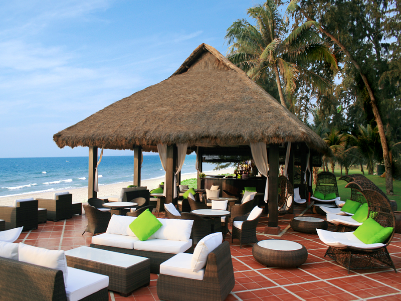 Bar trên bãi biển Ocean Dunes Resort Phan Thiết