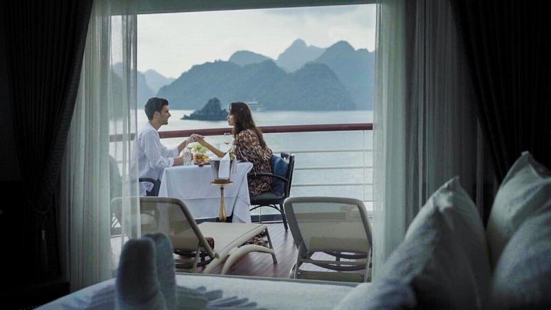 Ban công phòng nghỉ trên du thuyền Paradise Grand