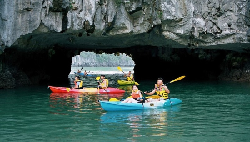 Du thuyền ambassador chèo thuyền kayak