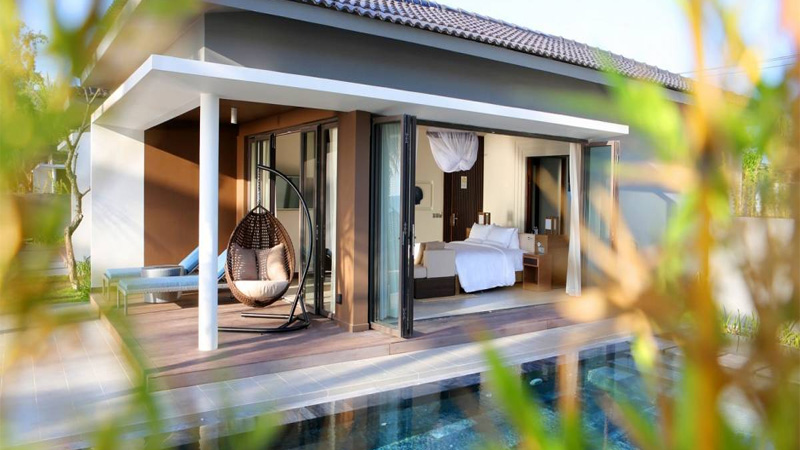 Phòng Deluxe Bungalow sát biển có hồ bơi tại Novotel Phú Quốc