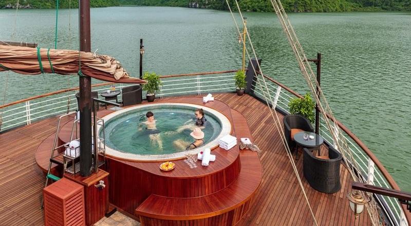 Du thuyền orchid hồ bơi ngoài trời