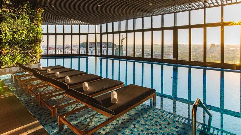 Hồ bơi ở Vinpearl Hotel Huế