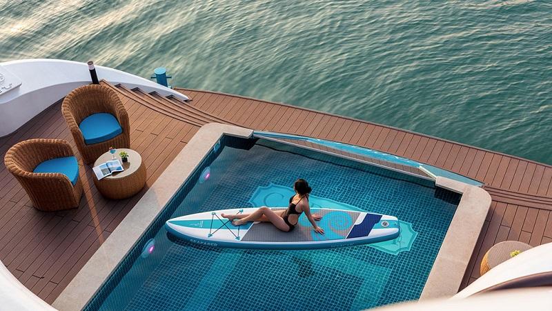 Hồ bơi trên du thuyền capella
