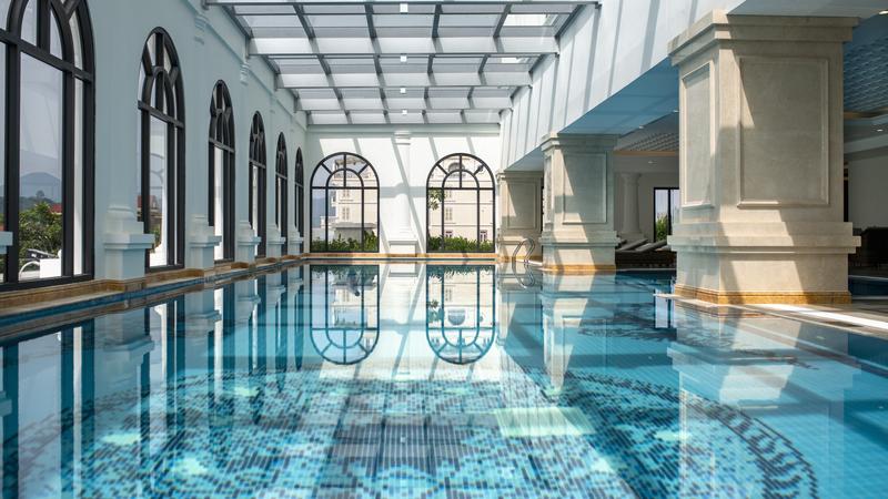 Hồ bơi tại Vinpearl Hotel Lạng Sơn