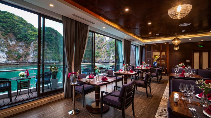 Nhà hàng trên du thuyền Stellar of the Seas