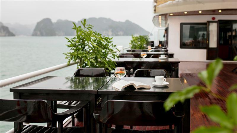 nhà hàng trên du thuyền La Regina