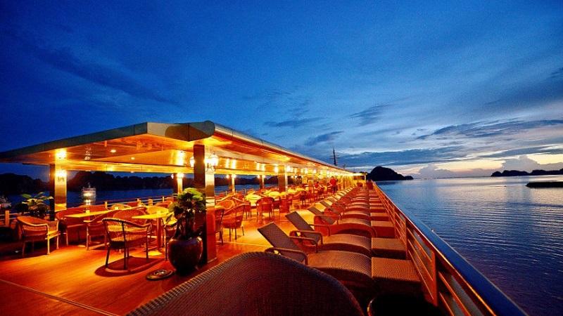 Du thuyền Golden không gian nhà hàng