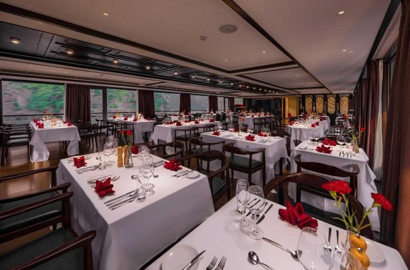 Nhà hàng trên Du thuyền Scarlet Pearl