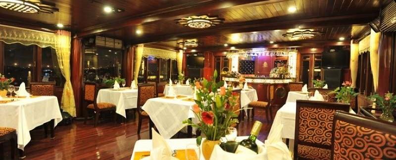 Không gian nhà hàng trong du thuyền Calpypso