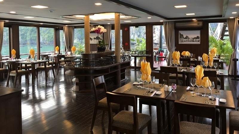 Du thuyền orchid không gian nhà hàng