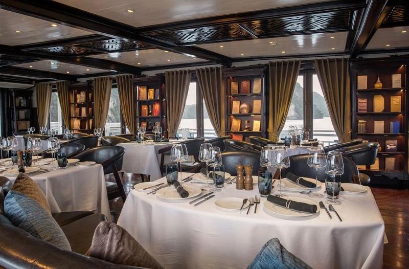 Nhà hàng trên du thuyền paradise sails