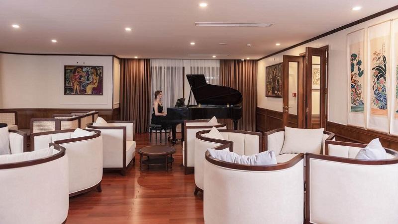 Phòng piano trên du thuyền Heritage