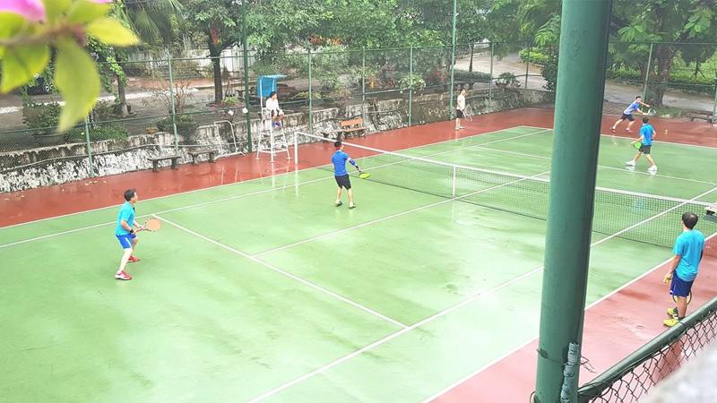 Sân tennis ở V Star Resort Hòa Bình